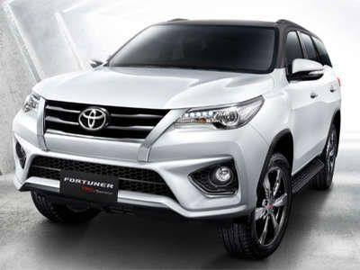 Цены на Toyota Fortuner стартуют с отметки в 2,6 млн рублей