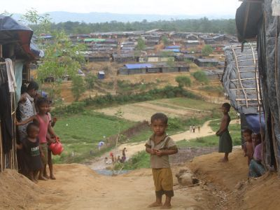 Disease outbreak 'real and present danger' UNICEF warns, launching latrine-building plan in Cox's Bazar