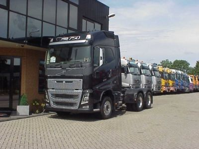 In October the leader of the market of new trucks in Russia was the model Volvo FH