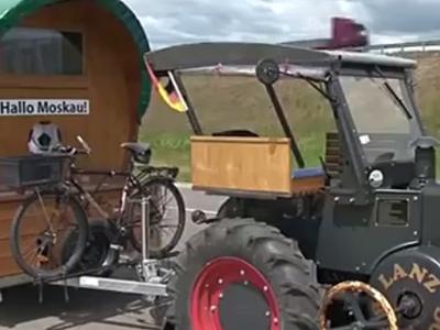 Немецкий болельщик доехал до Москвы на тракторе
