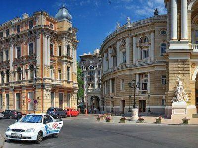 В Одессе произошла драка охраны и журналистов, участники использовали дубинки и газ