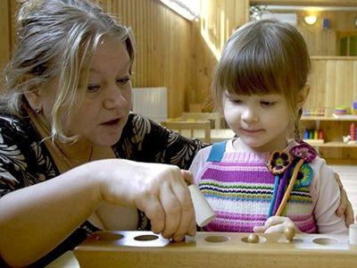 Нехватку мест в детских садах Минтруд предлагает решить с помощью нянь на дому