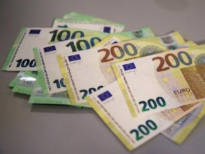 The EU Central Bank Showed New Banknotes of €100 and €200