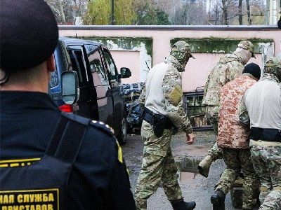 Ukrainian Sailors, Who Are Detained in Crimea, Transferred to Moscow