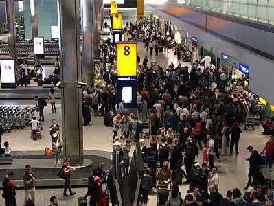 Лондонский аэропорт Хитроу остановил работу из-за неизвестного дрона