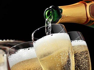 Минфин предложил повысить минимальную цену на шампанское