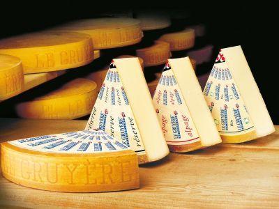Россельхознадзор уничтожил 39 кг санкционных сыров в Москве