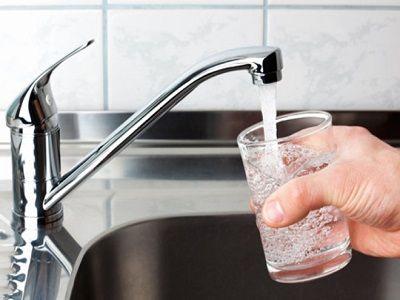 Эксперты рассказали, как распознать плохую питьевую воду