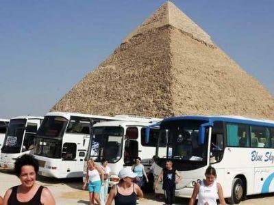 Автобус с туристами был подорван в Египте на пути к пирамидам Гизы