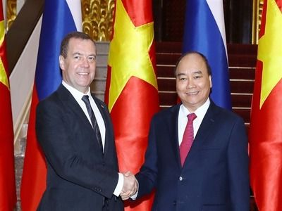 Russian and Vietnamese Prime Ministers Discuss Partnerships between Two Countries