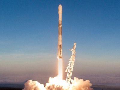 SpaceX с третьей попытки запустила ракету-носитель с 60 спутниками на борту