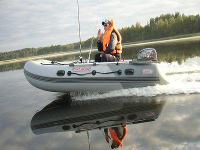 На Ямале перевернулась лодка с людьми