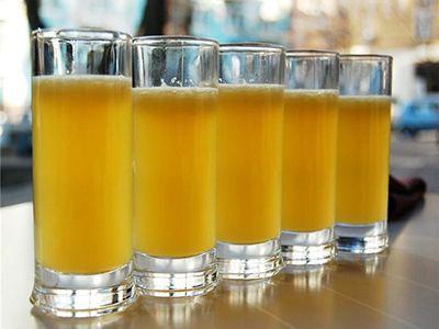Медики порекомендовали лучший напиток в жару