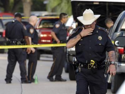 В США арестовали струсившего во время стрельбы в школе полицейского