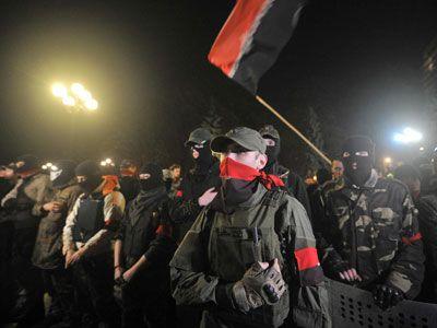 Украинские националисты атаковали дом Порошенко