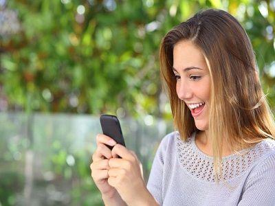 Эксперт рассказал о взаимосвязи смартфонов и старения кожи