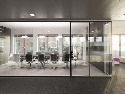 Администрация Зеленского переедет в офис со стеклянными стенами