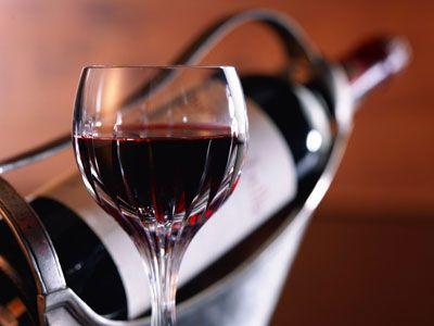 Учёные рассказали, как вино влияет на здоровье пожилых людей