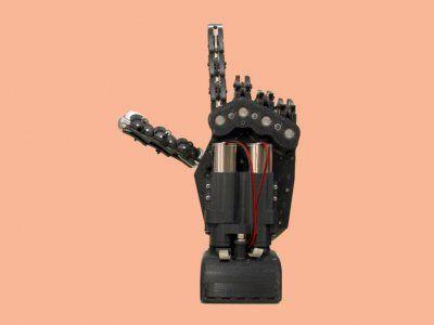 Создан роботизированный манипулятор управляемый силой мысли