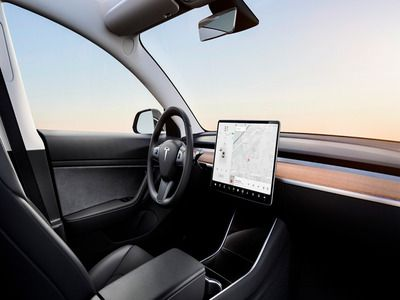 Elon Musk: in Tesla Machines It Will Be Possible to Watch Videos from YouTube and Netflix
