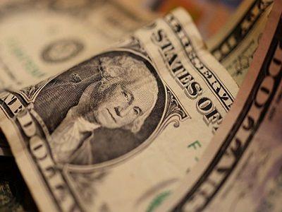 Украинцы просят Зеленского сделать доллар национальной валютой