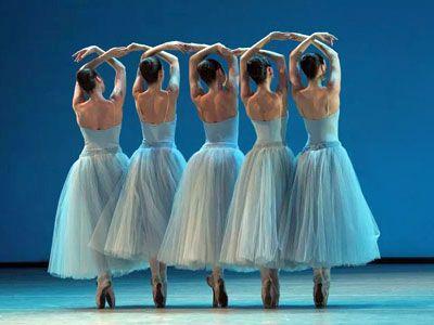В петербургском БДТ четыре хореографа поставили один спектакль