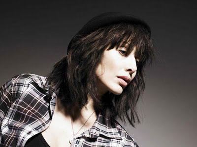 Австралийская певица Натали Имбрулья родила первенца