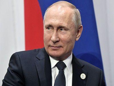 Путин получил в подарок бриллиантовую боксёрскую перчатку