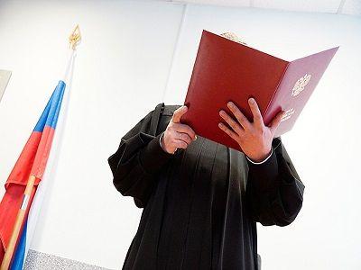 В Петербурге в суде обнаружили тело обвиняемого с перерезанным горлом