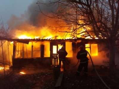 В пожаре под Ярославлем погибло трое детей