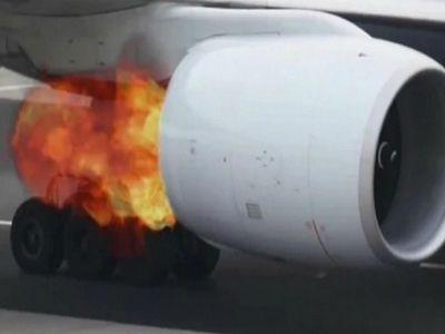 В Новосибирске перед взлётом у самолёта загорелся двигатель