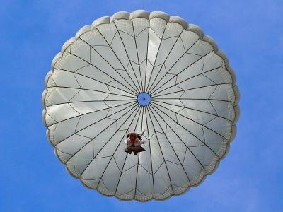 Ростех выпустит парашюты для спасения людей из небоскрёбов