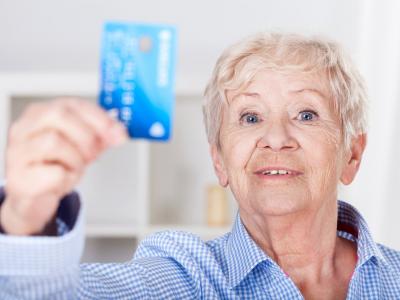 Для пенсий, которые выплачиваются на банковские карты, изменятся правила перечисления