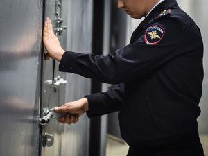 В Красноярске мужчина сбил корреспондента ВГТРК, когда тот пытался взять у него интервью