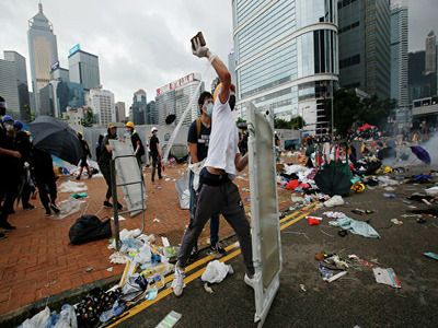 Singapore Interior Minister Accuses Foreign Media of One-Sided Coverage of Riots in Hong Kong