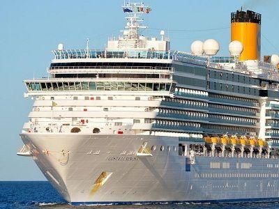 Сотни пассажиров, в том числе граждане России, остаются на борту судна в порту Италии