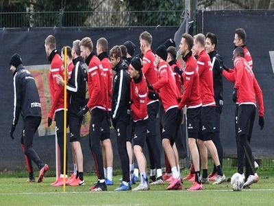 German Championship Club Footballers Completely Abandoned Salaries
