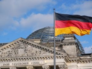 Немецкий экономист считает, что Германия выдержит лишь два месяца карантина