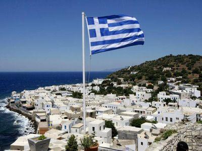 В Греции президент перечислит половину зарплаты на борьбу с коронавирусом