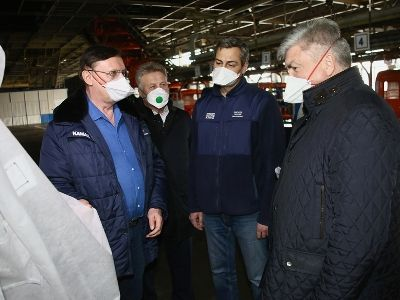 Russian Automobile Plants of KAMAZ Began Production of Masks and Suits for Health Workers