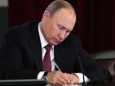 Президент России подписал закон о праве правительства вводить режим ЧС