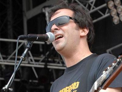 Американский музыкант Адам Шлезингер скончался от коронавируса