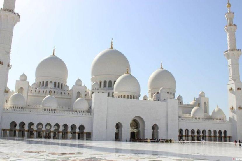 Саудовские богословы попросили верующих молиться дома во время Рамадана