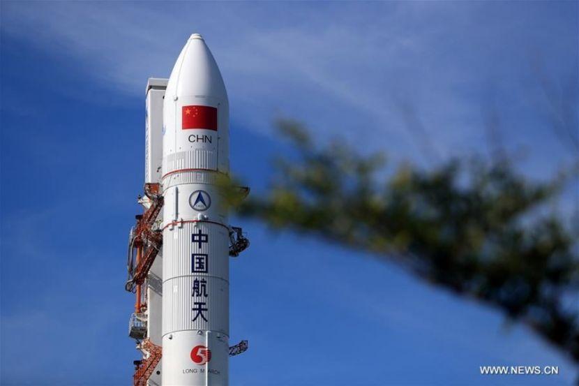 В Китае впервые успешно запустили ракето-носитель Long March-5B