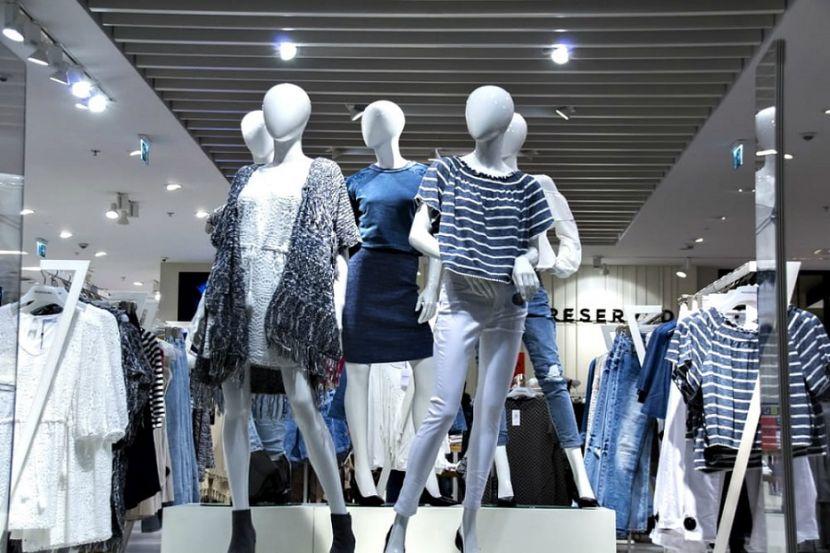 Названы сроки, когда в России откроют магазины одежды