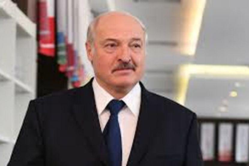 Лукашенко порекомендовал безработным белорусам пережить коронавирус на работе