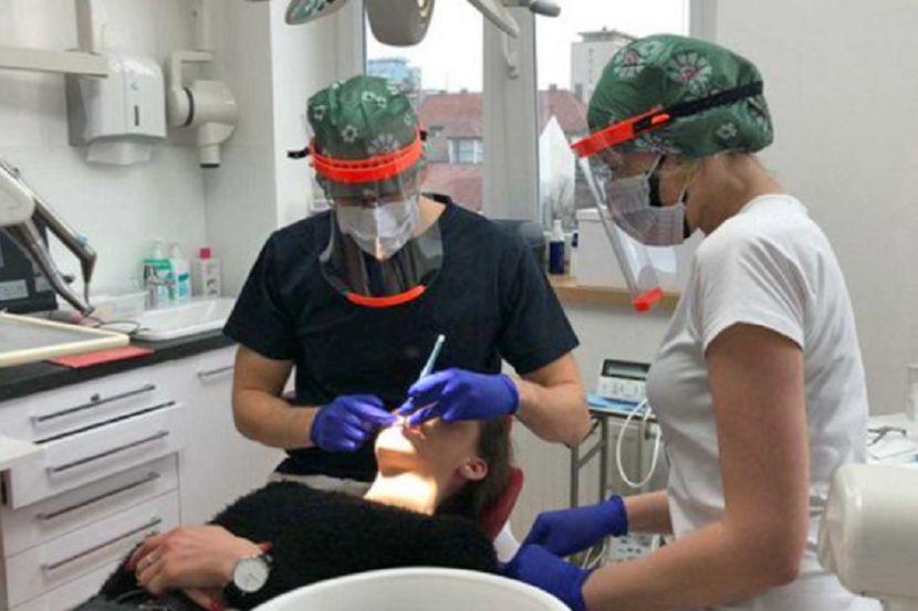Вирусолог объяснил, нужно ли носить очки для защиты от коронавируса