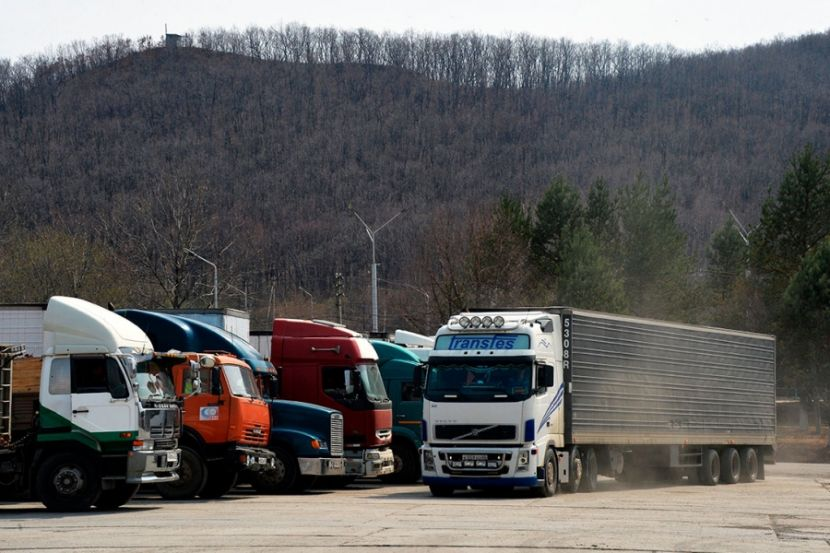 Российские дальнобойщики начали забастовку на границе с Китаем