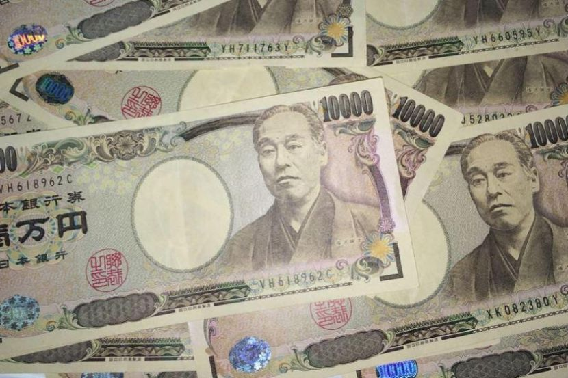 Japanese Authorities Began to Pay 100 Thousand Yens to Each Resident of the Country