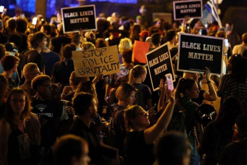 In Saint Louis, Four Police Officers Were Wounded during Protests